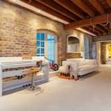 House, 3 Bedrooms (Long Lane, London Bridge) - Living Area