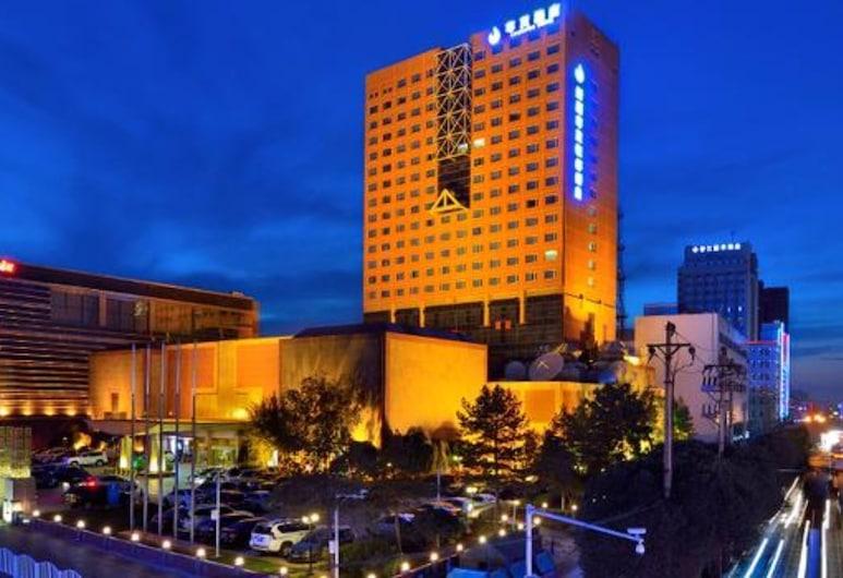 Luxemon Xinjiang Yindu Hotel, Urumqi, Fasada hotelu — wieczorem/nocą