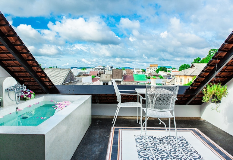 Xinlor House, Phuket, Honeymoon Double Room, 1 King Bed, Bathtub, City View, Guest Room View