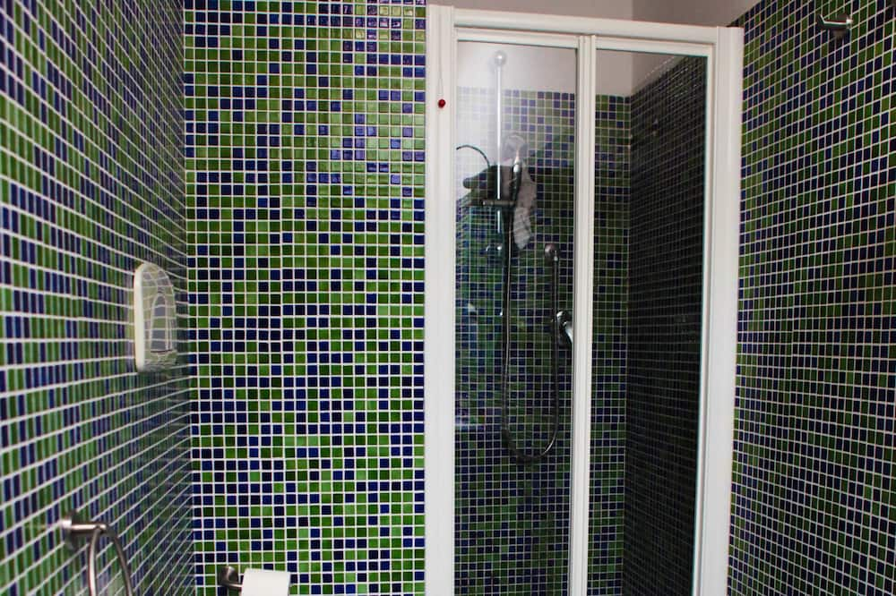 普通套房 (Attic) - 浴室