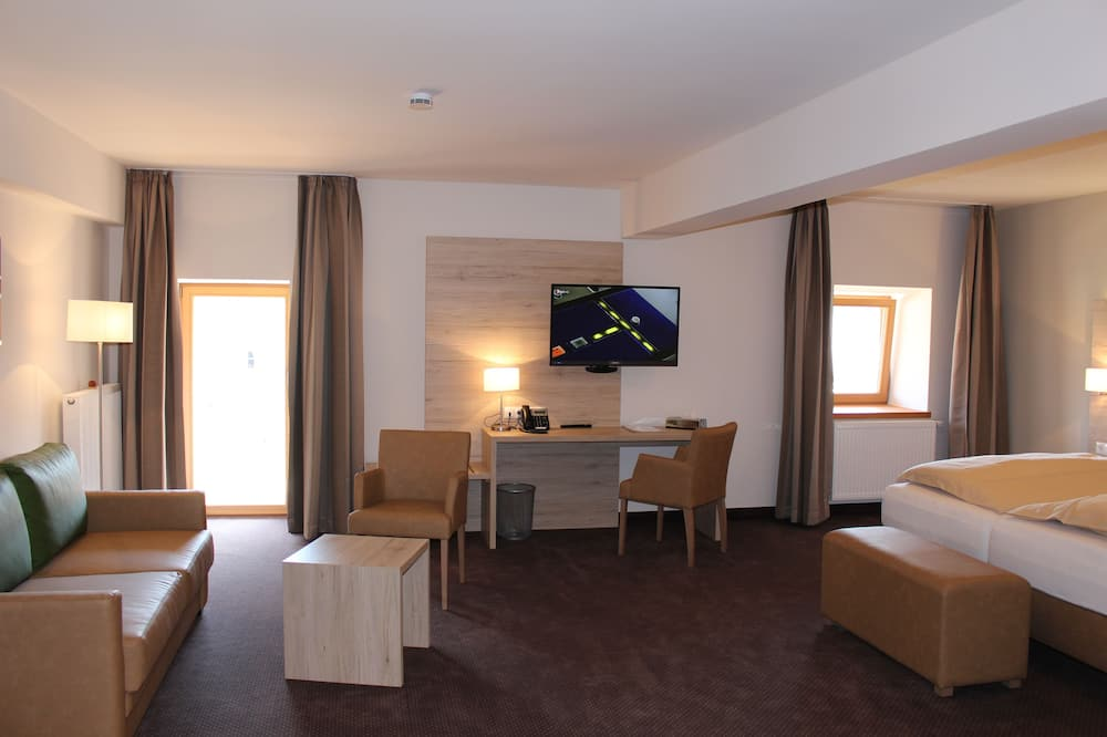 Deluxe Double Room, Non Smoking - Living Area