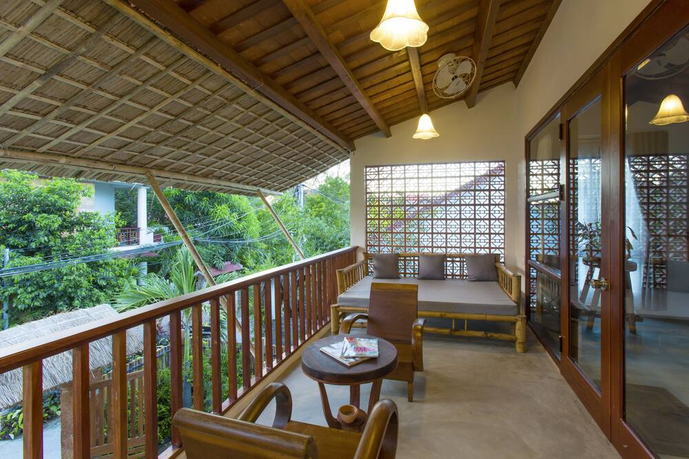 Paaugstināta komforta numurs, skats uz baseinu - Balkons