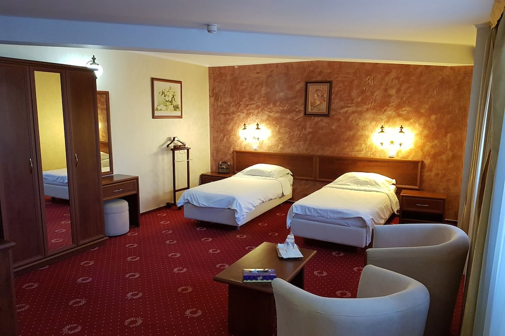 Standard Twin Room, 2 Twin Beds - Living Area
