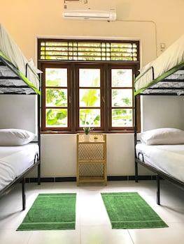 Picture of Bed & Bicycle Hostel in Mount Lavinia