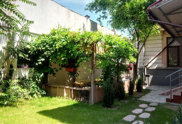 Central Guesthouse Bucharest - Adults Only, Bukurešť, Zahrada