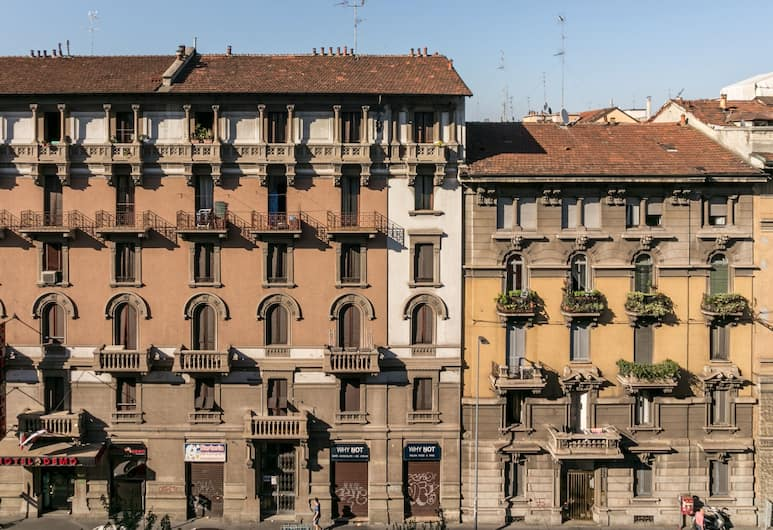 notaMi - Stop & Go, Milan, Bagian luar