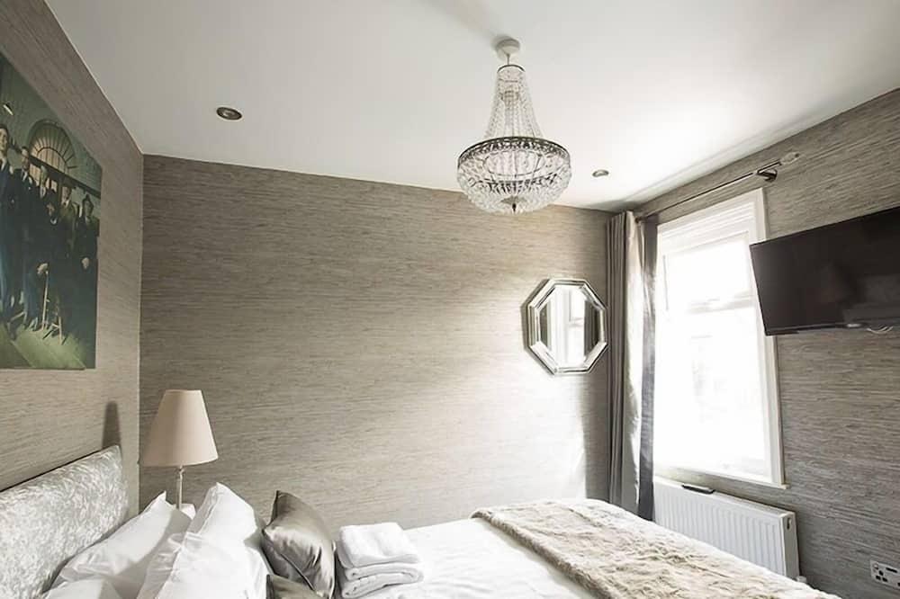 חדר בייסיק זוגי, שירותים צמודים, נוף לגן - חדר אורחים
