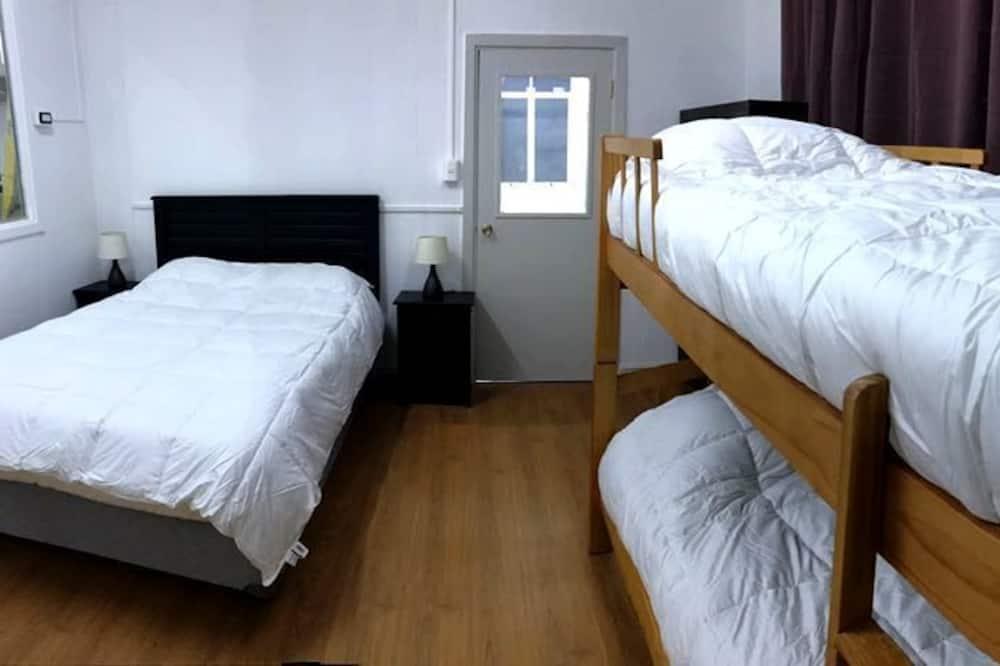 Standard Quadruple Room, Multiple Beds, Shared Bathroom - Guest Room