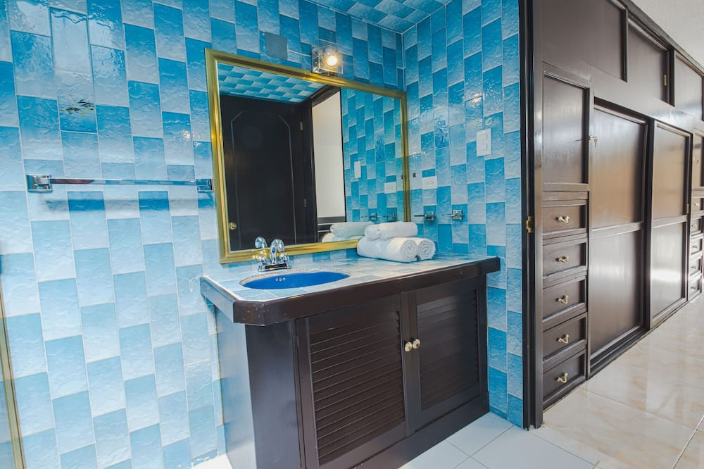 Comfort Room, 1 King Bed (White Room) - Bathroom