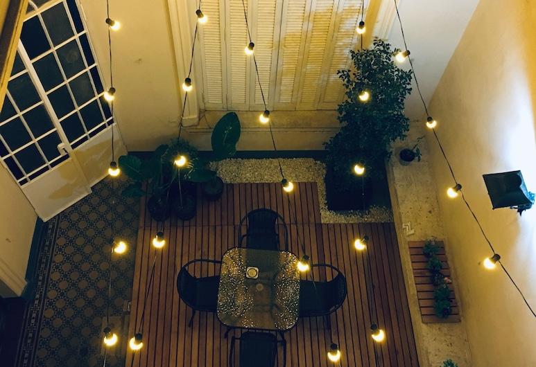 LOPEZ Hostel & Suites, Buenos Aires, Binnenplaats