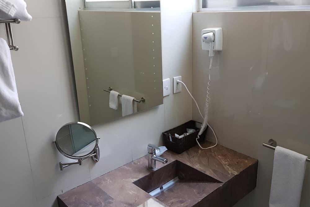 Executive Double - Bathroom