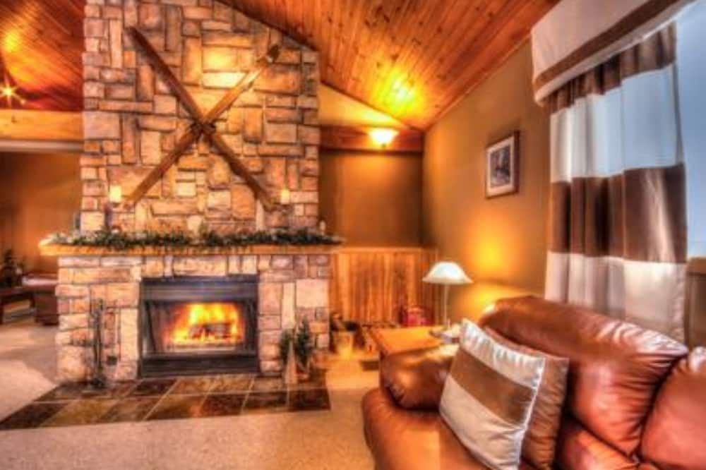 Luxury Chalet, 6 Bedrooms, Hot Tub - Living Area