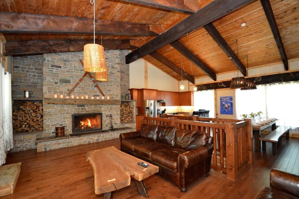 7 Bed Blue Mountain Chalet with Hot Tub #35R, The Blue Mountains