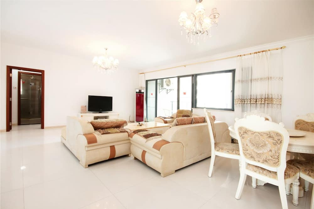 Deluxe Apartment, 3 Bedrooms(Mainland Chinese Citizen Only) - Living Room