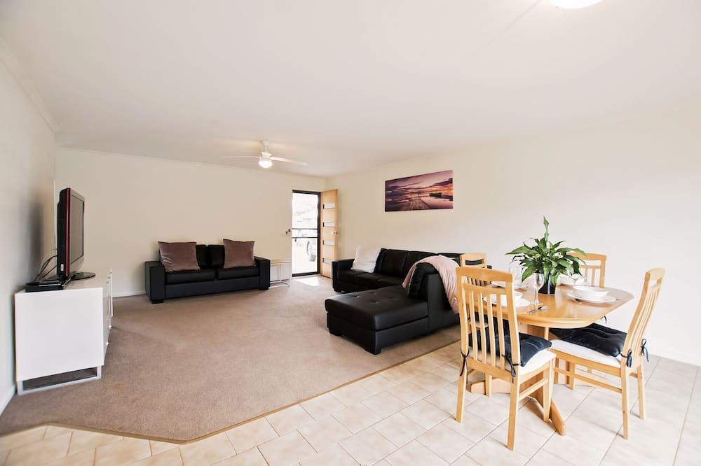Echuca Moama Holiday Accommodation 1 - Living Area