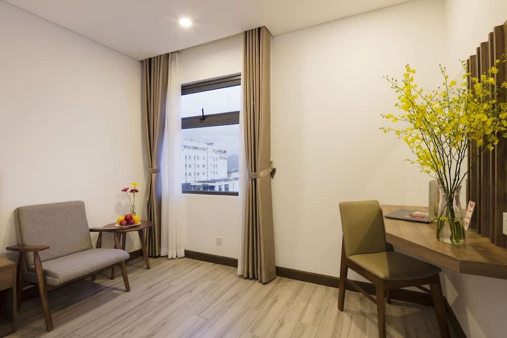 ห้องซูพีเรียดับเบิลหรือทวิน, เตียงใหญ่ 1 เตียง หรือเตียงเดี่ยว 2 เตียง - พื้นที่นั่งเล่น
