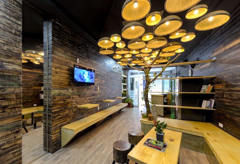 The Luci's House - Hostel, Ho Chi Minh City, Sittområde i lobbyn