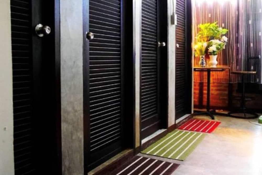 Basic Shared Dormitory - Bilik mandi