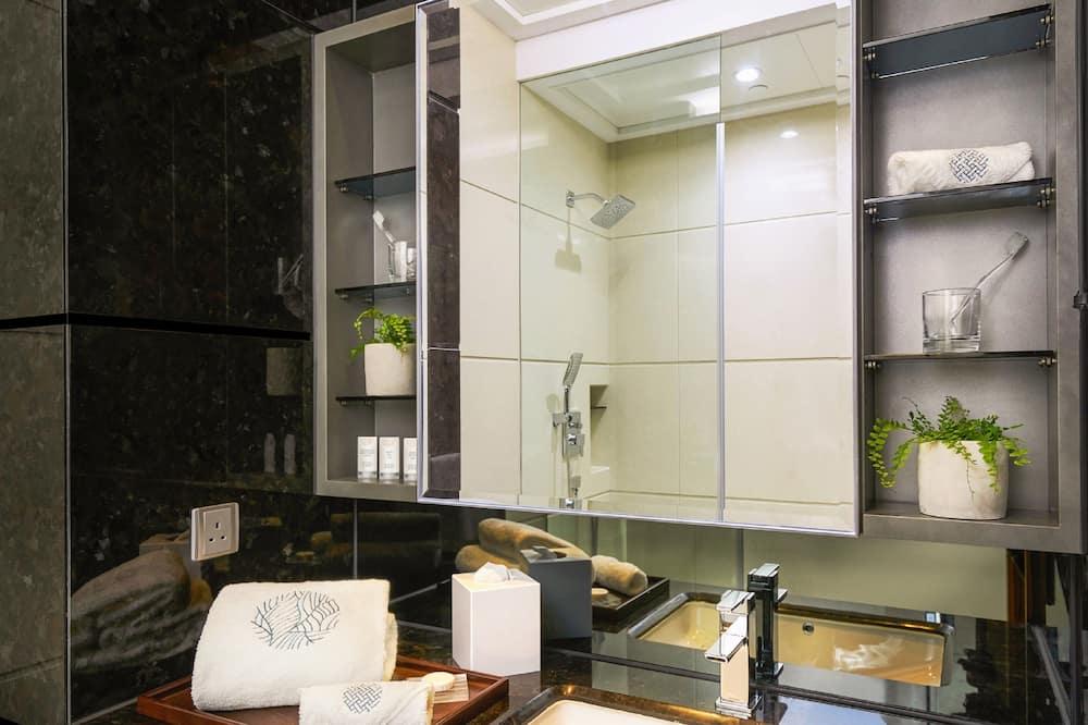 Elite Family Room - Bathroom