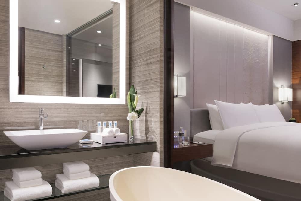 Club Deluxe King Room - Bathroom