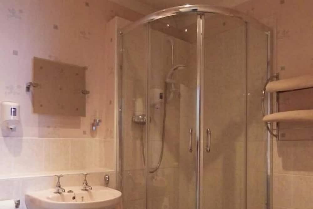 Twin Room, Non Smoking, Kitchenette - Bathroom