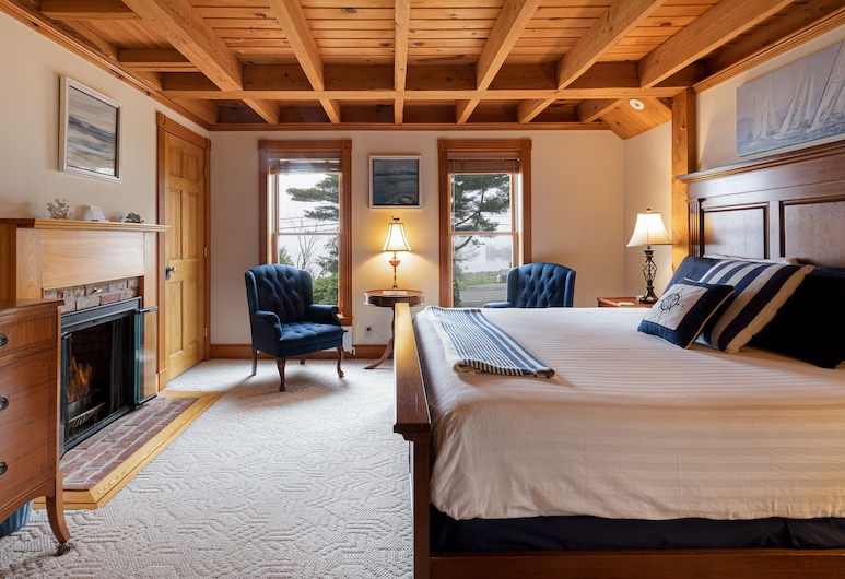 The Spouter Inn, Lincolnville, Room, 1 King Bed, Jetted Tub, Bay View (Captain's Quarters), Guest Room