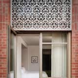 Номер, 1 ліжко «кінг-сайз», для некурців, тераса - З видом на сад