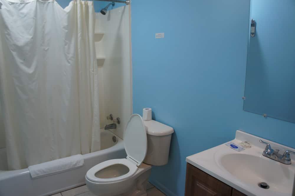 Deluxe Room, Bathtub - Bathroom