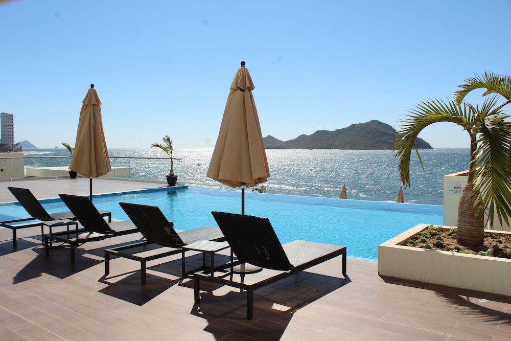 Thelocal Hotels Mazatlan Pool
