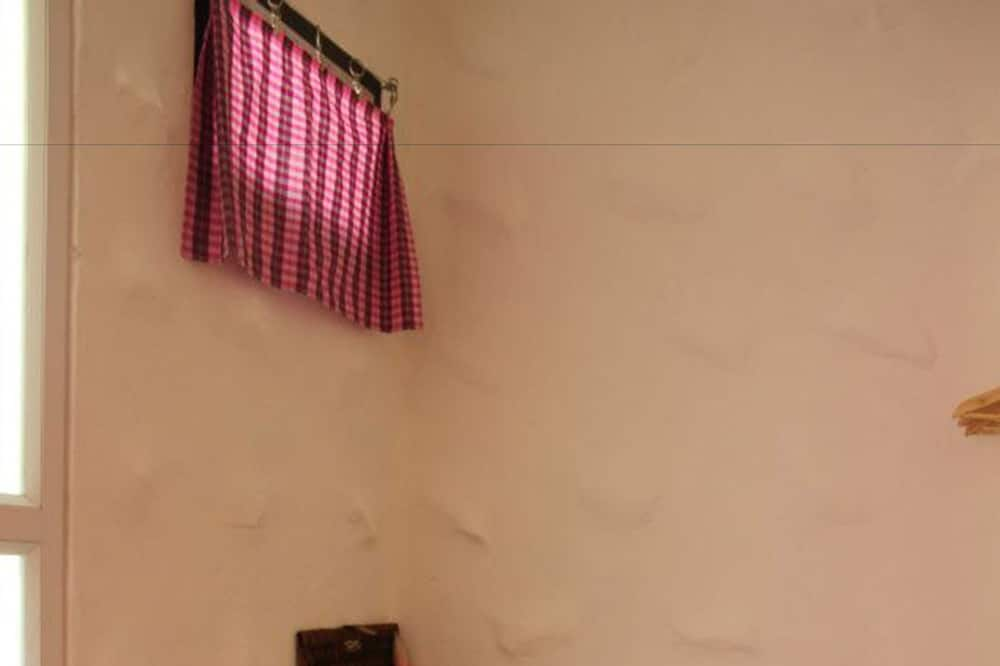 Basic Cottage - Bathroom