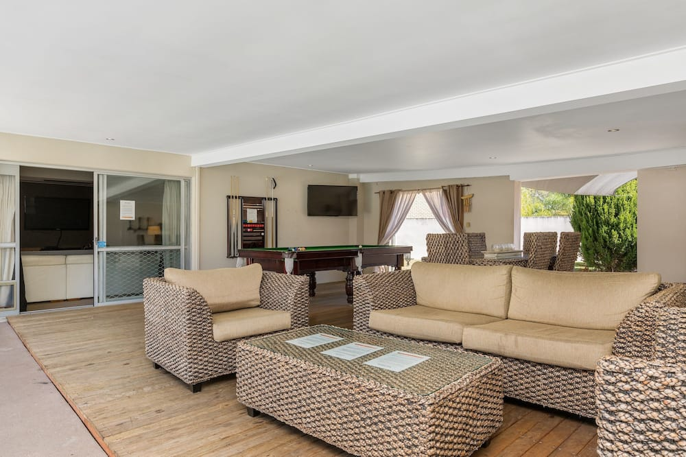 6 Bedroom House - Living Area