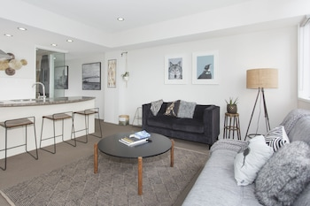 Mynd af TOWNY - Central Character Apartment - 2 Bedrooms í Auckland