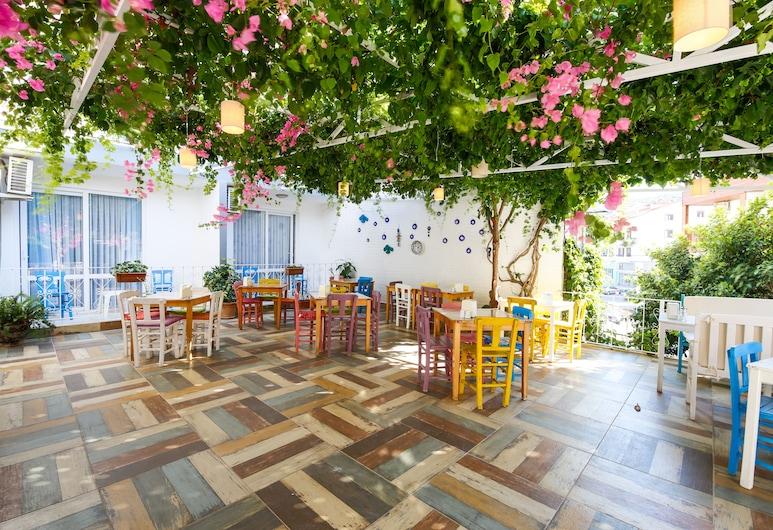 Bora Hotel, Datça, Jardín