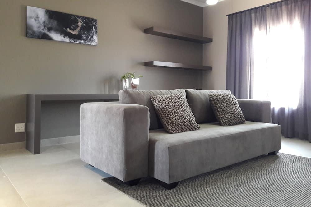 Luxury Apartment, 1 Bedroom, Partial Ocean View - Living Area