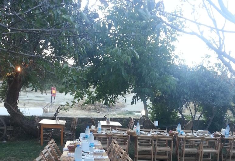 Gokceada Uysallar Köy Evi, Gökceada, Restaurante al aire libre