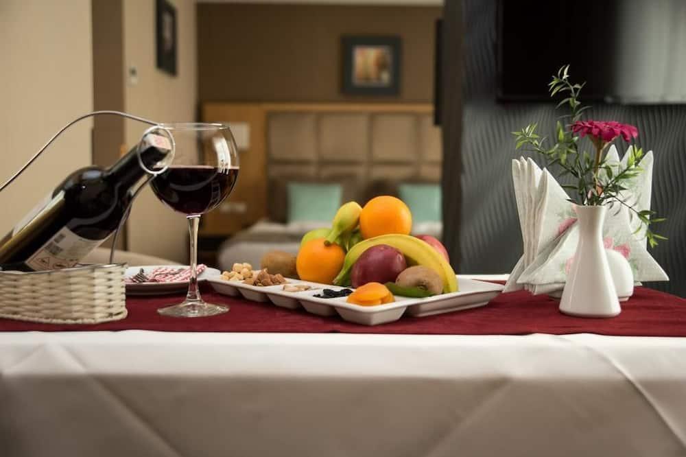 Junior Suite, 1 bračni krevet i kauč na rasklapanje - Obroci u sobi