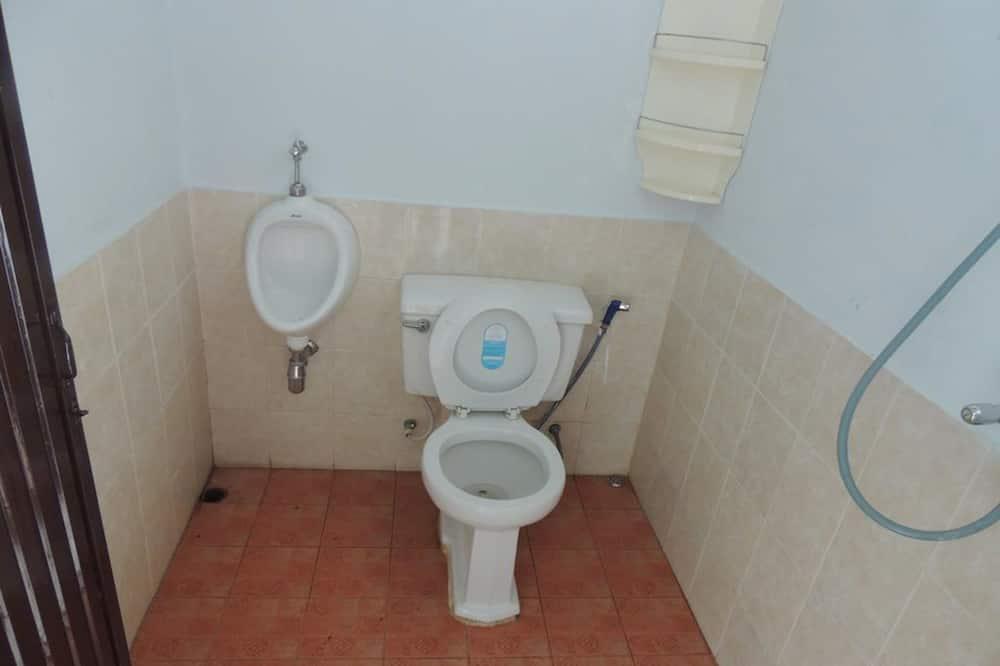 Standard Fan Room with Shared Bathroom - Bathroom