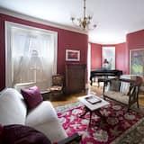 Room 6 - Red Room Suite - Guest Room