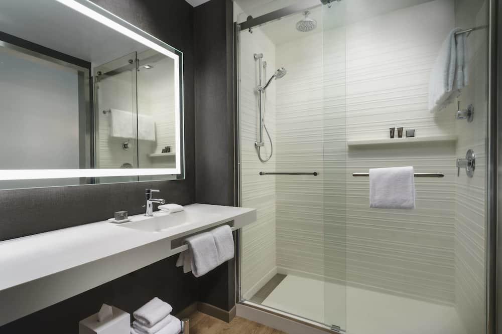Szoba, 1 king (extra méretű) franciaágy, nemdohányzó - Fürdőszoba