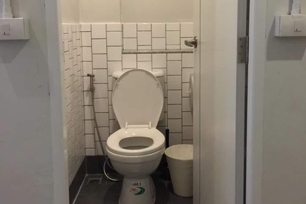 Mixed Dormitory with Shared Bathroom - Bathroom