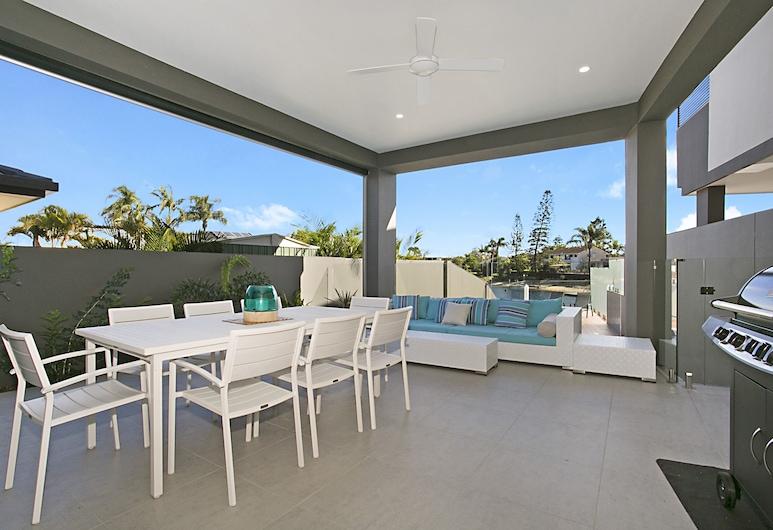 Ray of Sunshine, Broadbeach Waters, Casa Deluxe, 5 habitaciones, vistas a la piscina (2 King, 2 Queen + 2 Triple-bunk), Terraza o patio