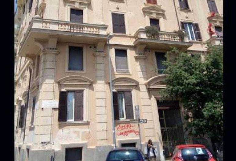 Avanti c'è Posto Appartamento San Pietro, Roma, Facciata della struttura