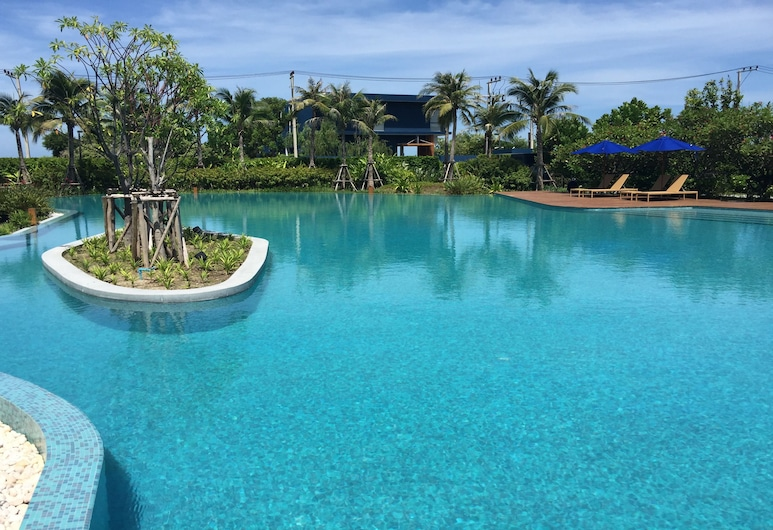 圖尤塔萊藍寶石旅館, 七岩, 室外泳池