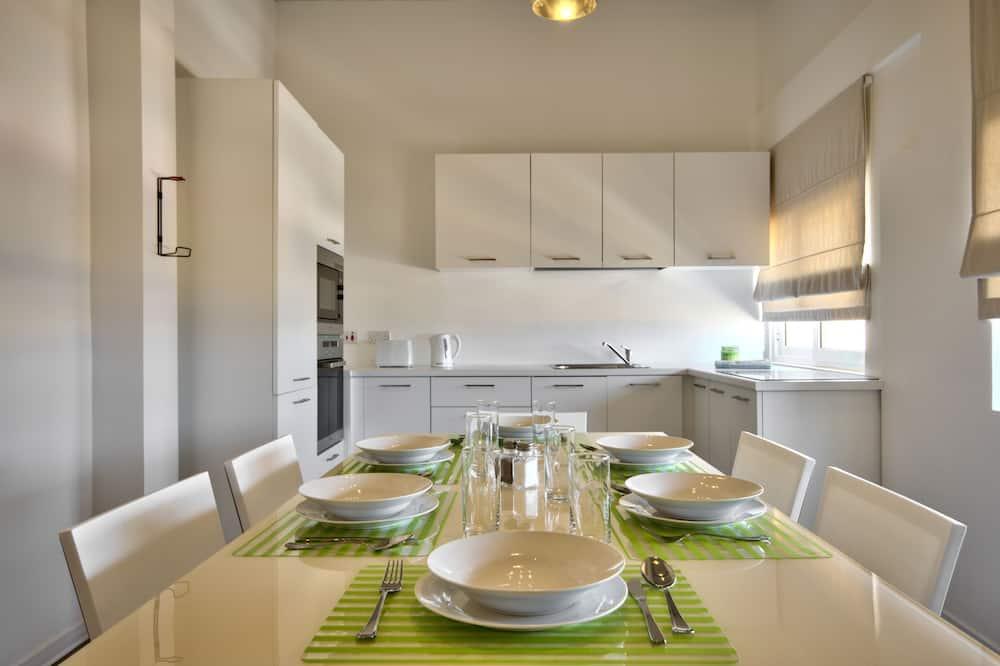 Apartment, 2Doppelbetten, Hafenblick - Essbereich im Zimmer