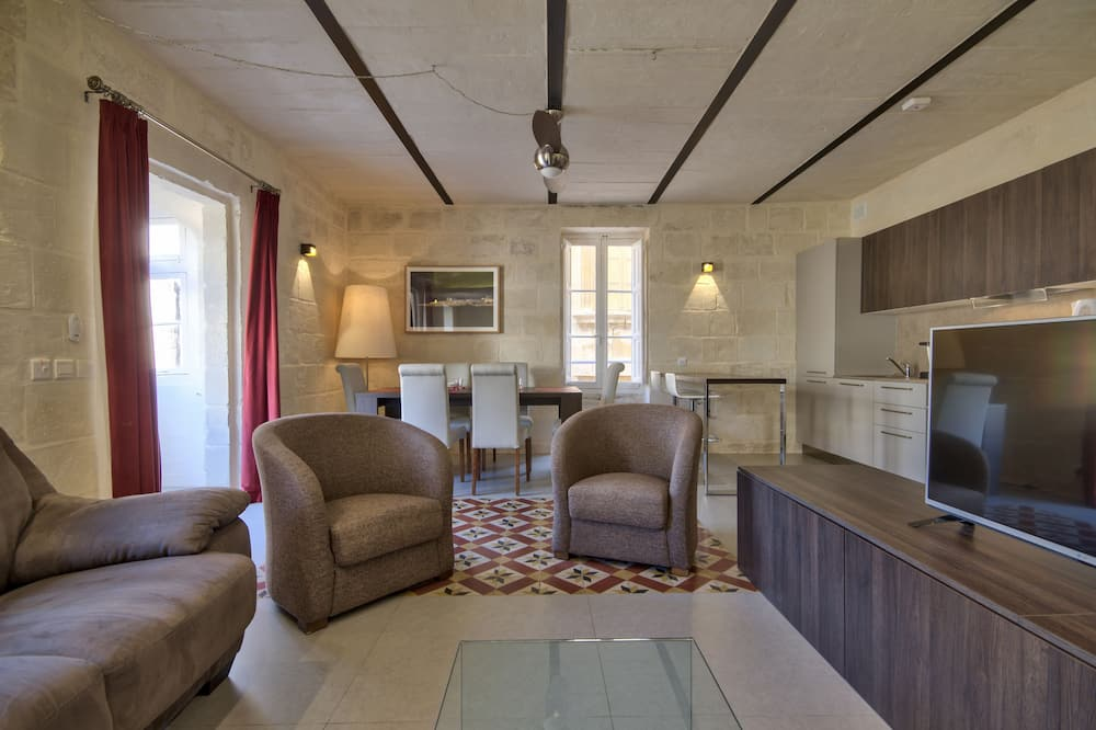 Apartment, 2 Bedrooms, Kitchenette, City View - Living Area
