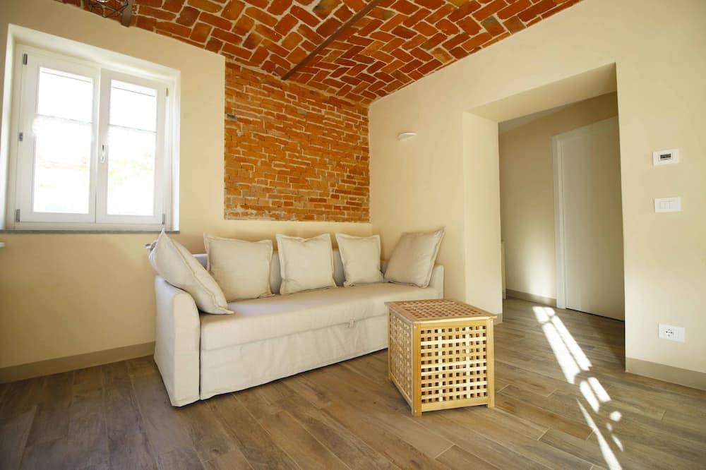 Family Apartment, Accessible, Garden View - Living Area