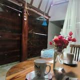 Štandardná chatka, 1 dvojlôžko, chladnička (Eco cabin, No air conditioner) - Hosťovská izba