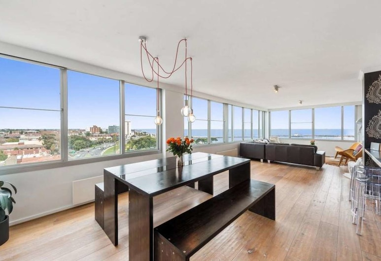 St Kilda Penthouse with Panaromic Bay and City View, St Kilda West, Apartment, 3 Bedrooms, In-Room Dining