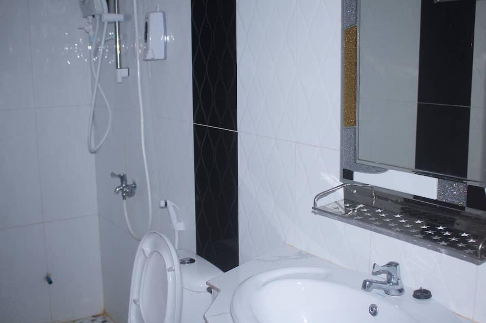 Trokrevetna soba - Kupaonica