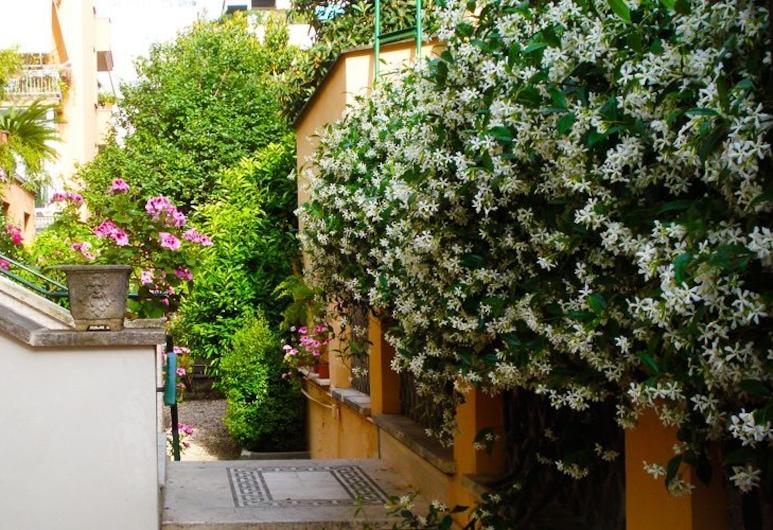 Un Sogno di Casa, Rome, Binnenplaats